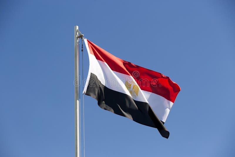 Flaga państowowa Egipt na flagpole zdjęcia royalty free