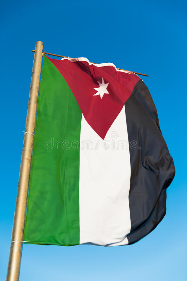 Flaga państowowa Jordania na flagpole fotografia royalty free