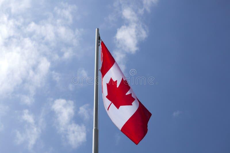 Flaga państowowa Kanada na flagpole zdjęcia stock