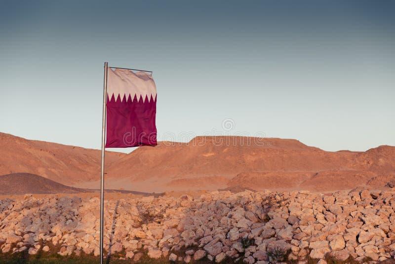 Flaga państowowa Katar na flagpole obraz royalty free
