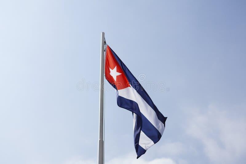 Flaga państowowa Kuba na flagpole zdjęcie stock