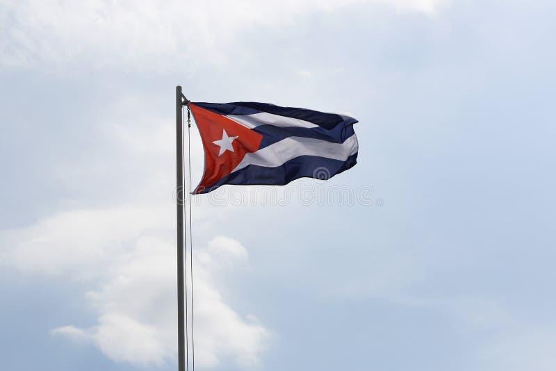 Flaga państowowa Kuba na flagpole obraz stock