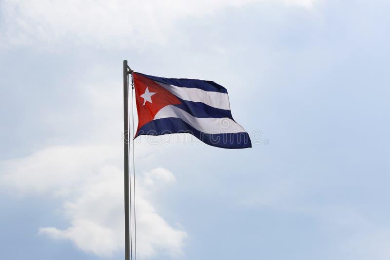Flaga państowowa Kuba na flagpole zdjęcia stock