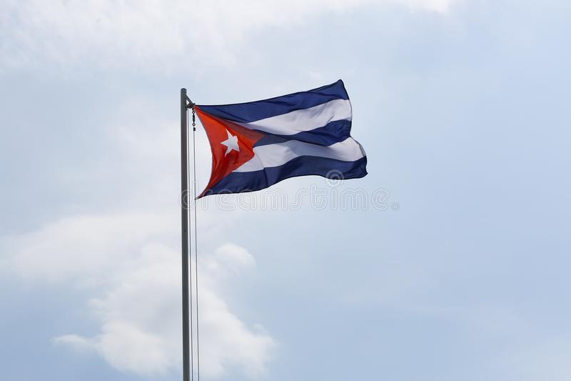 Flaga państowowa Kuba na flagpole fotografia stock