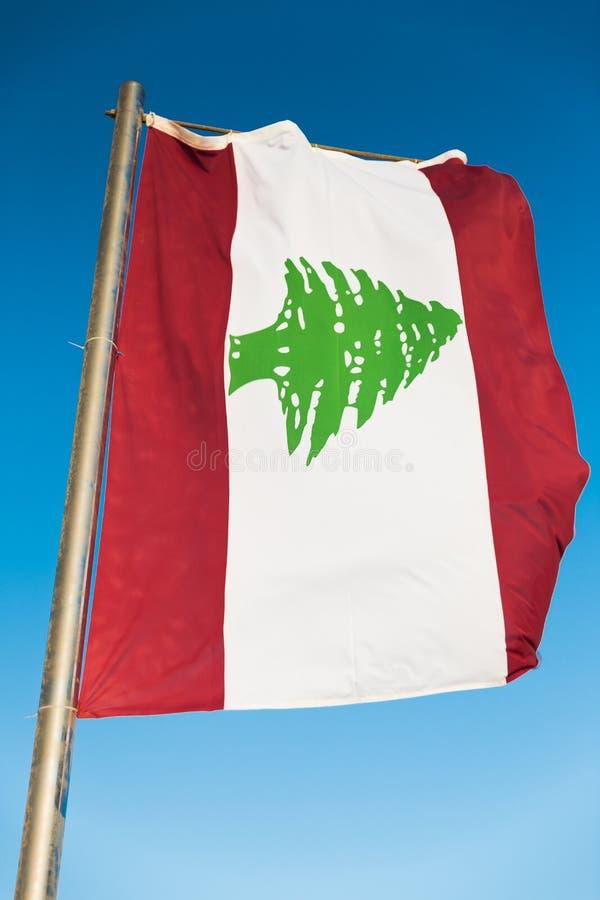 Flaga państowowa Liban na flagpole zdjęcia royalty free