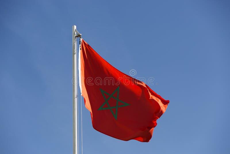 Flaga państowowa Maroko na flagpole zdjęcie royalty free