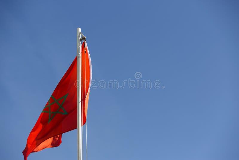 Flaga państowowa Maroko na flagpole zdjęcia royalty free