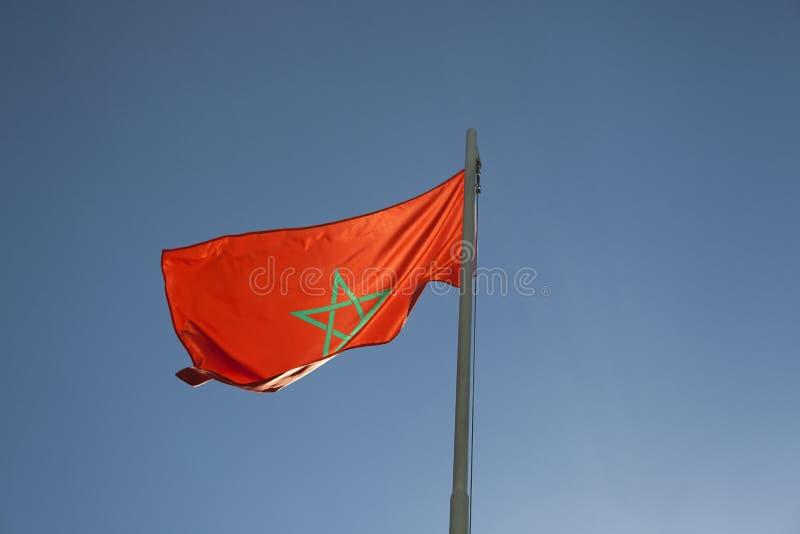 Flaga państowowa Maroko na flagpole obrazy stock