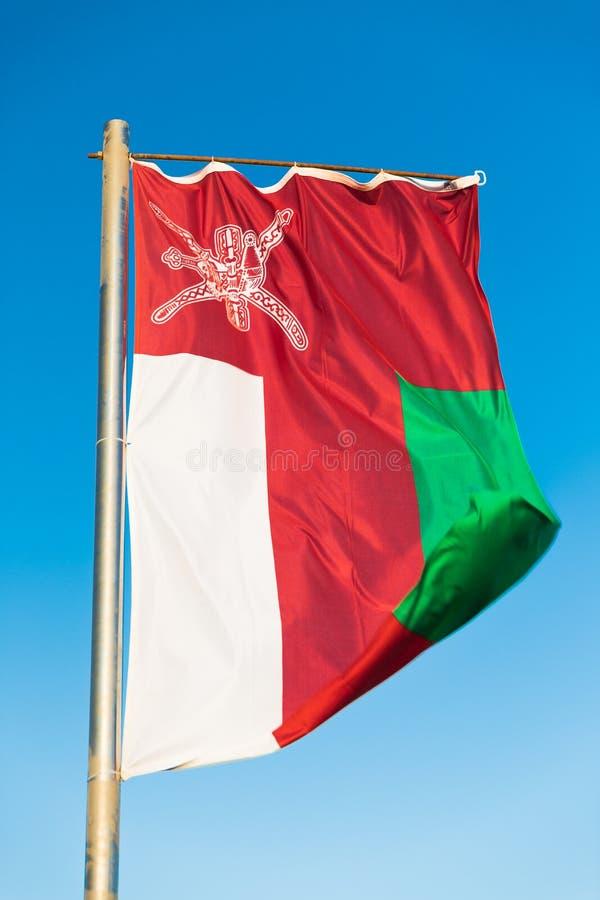 Flaga państowowa Oman na flagpole fotografia stock