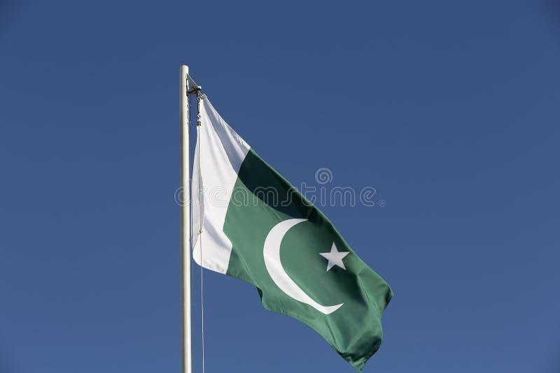 Flaga państowowa Pakistan na flagpole obraz stock