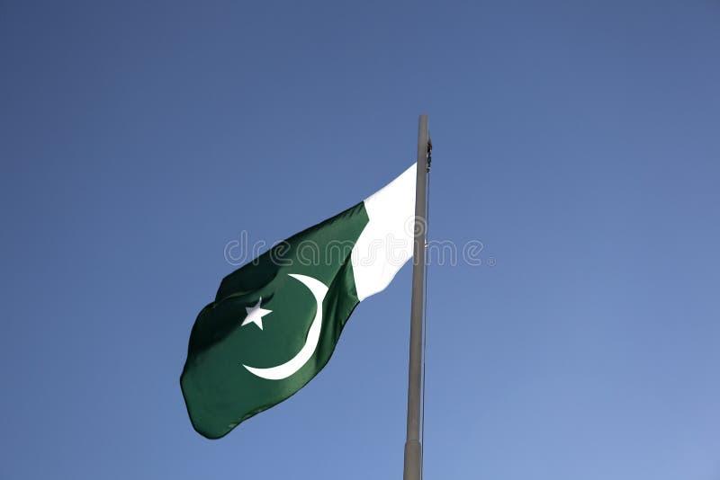 Flaga państowowa Pakistan na flagpole obrazy stock