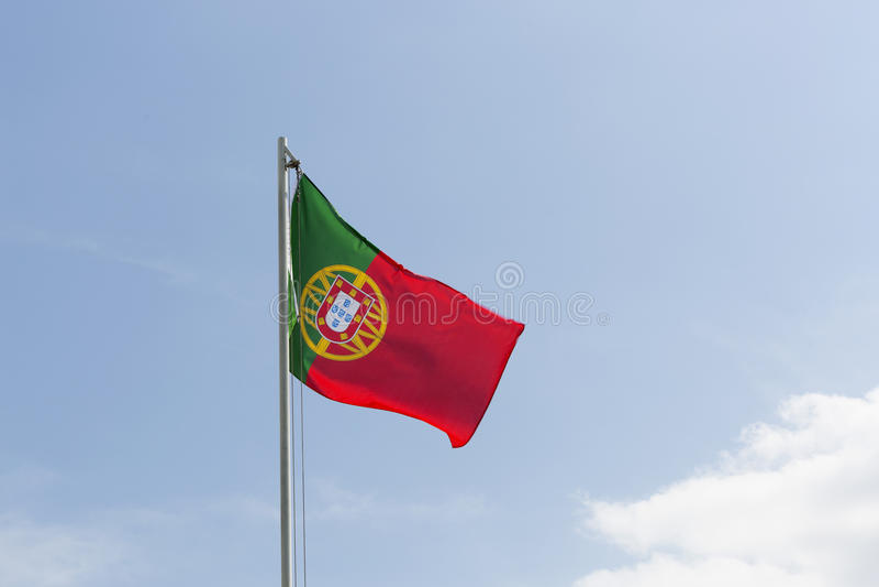 Flaga państowowa Portugalia na flagpole fotografia stock