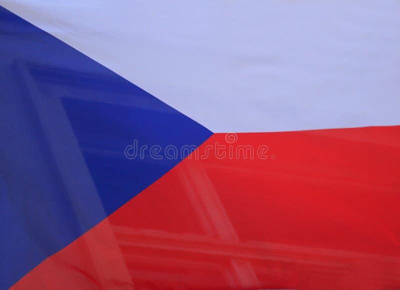 Flaga państowowa republika czech latanie na budynku w Praga republika czech zdjęcie stock