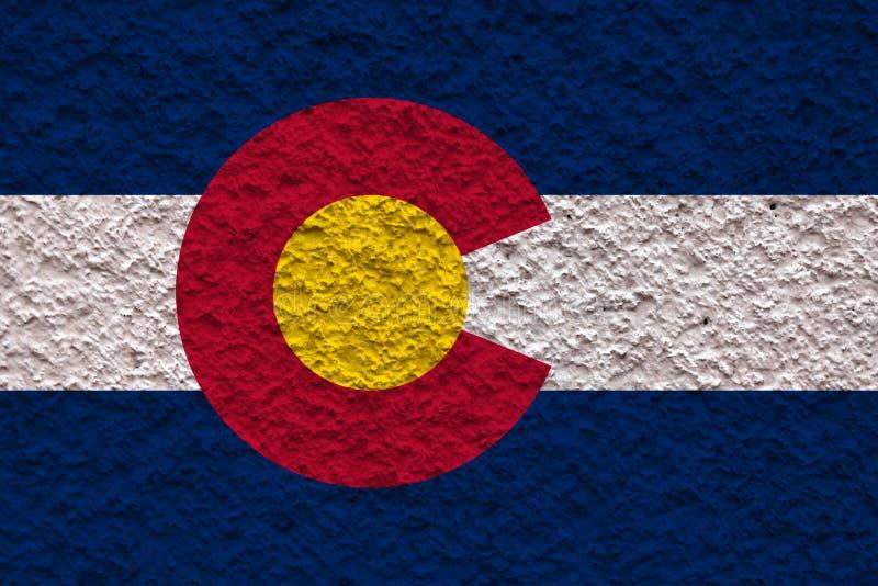 Flaga państowowa stan usa Alaska wewnątrz przeciw szarej ścianie z kamienistą powierzchnią w dzień niezależności w kolorach błęki ilustracja wektor