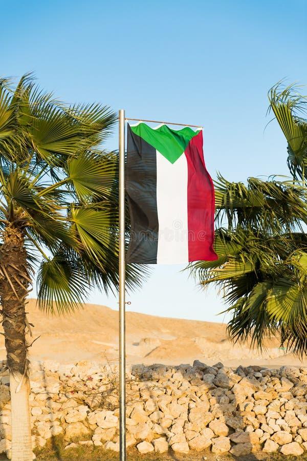 Flaga państowowa Sudan na flagpole zdjęcie stock