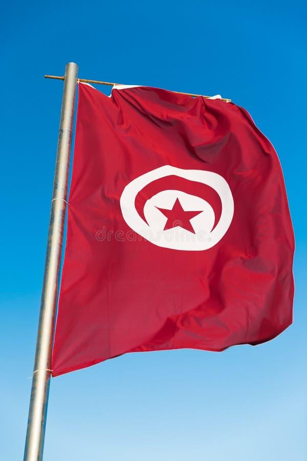 Flaga państowowa Tunezja na flagpole zdjęcia stock
