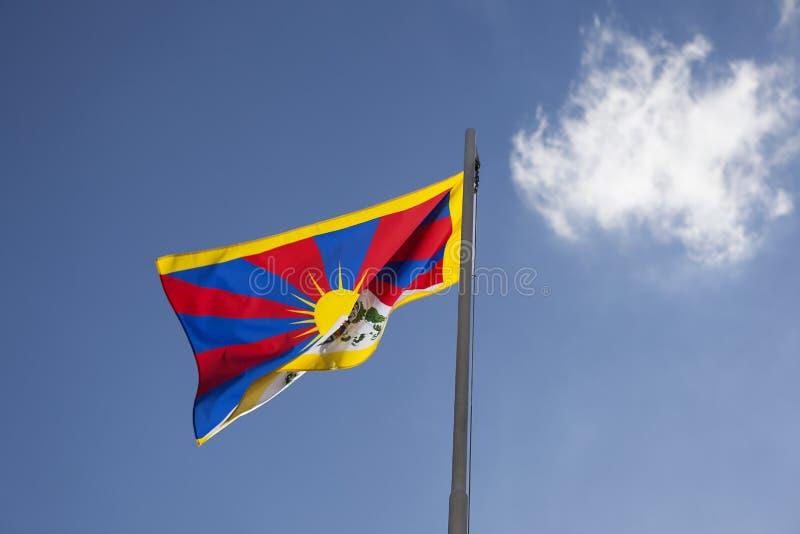 Flaga państowowa Tybet na flagpole zdjęcie stock