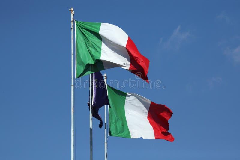 Flaga państowowa Włochy i flaga Europejski zjednoczenie zdjęcia royalty free