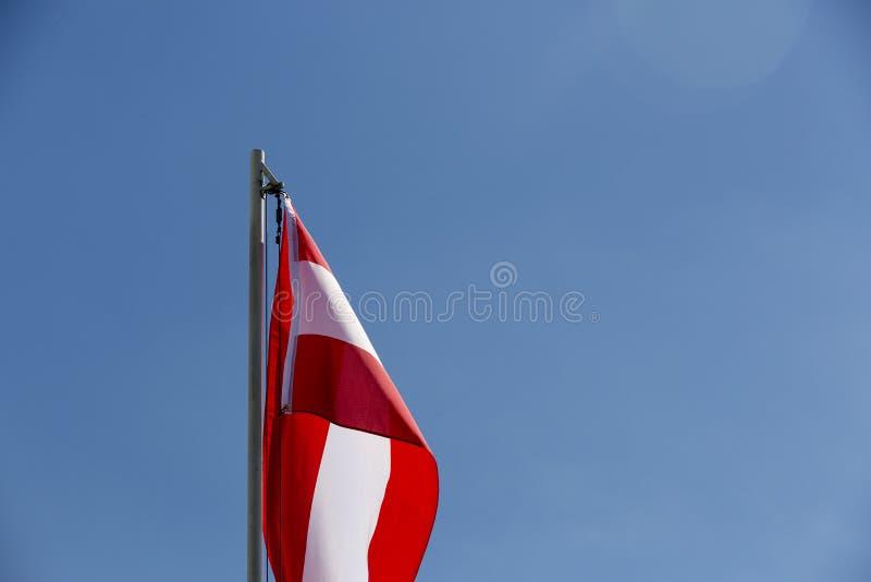 Flaga państowowa Wietnam na flagpole obrazy royalty free