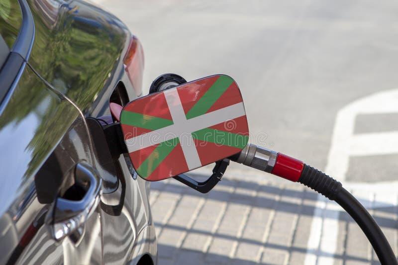 Flaga pays basque - Cmjn na samochodowym ` s paliwa napełniacza łopocie zdjęcie stock