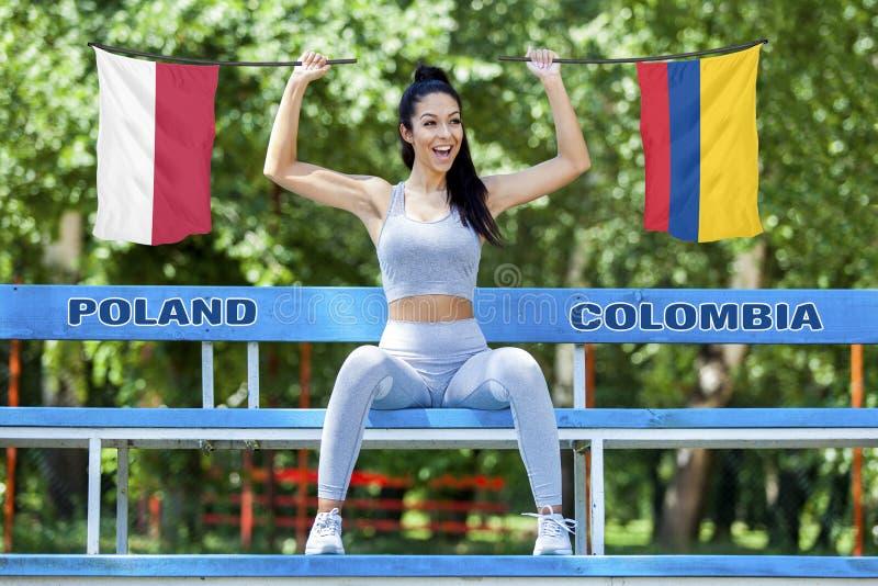 Flaga Polska i Kolumbia trzyma piękną dziewczyną obrazy royalty free