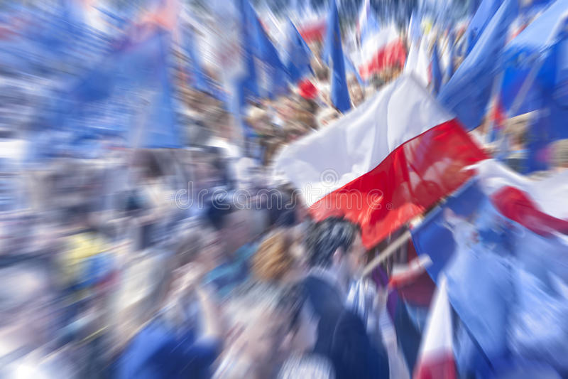 Flaga Polska i tłum, W plamie fotografia stock
