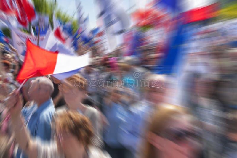 Flaga Polska i tłum, W plamie zdjęcie stock