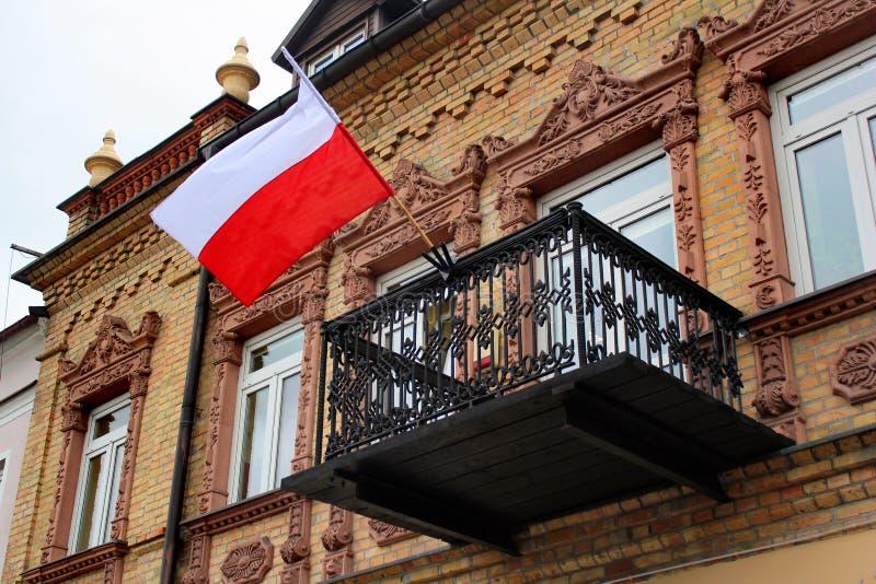 Flaga Polska na balkonie zdjęcia stock