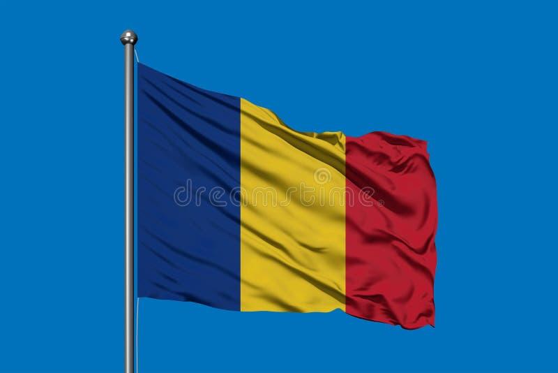 Flaga Rumunia falowanie w wiatrze przeciw g??bokiemu niebieskiemu niebu Romanian flaga obraz stock