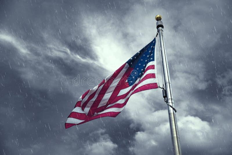 Flaga Stany Zjednoczone na deszczowym dniu zdjęcie royalty free