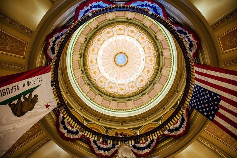flaga w stanu Capitol, Sacramento zdjęcia royalty free