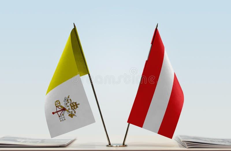 Flaga watykan i Austria zdjęcia stock