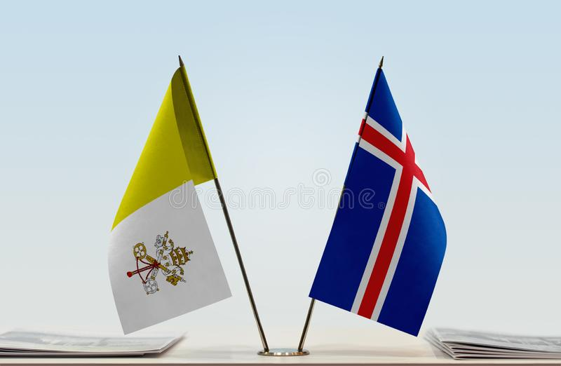 Flaga watykan i Iceland fotografia stock