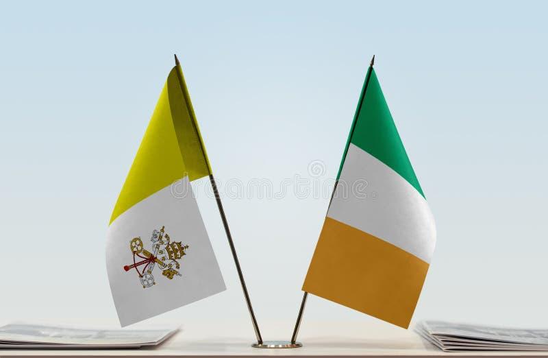 Flaga watykan i Irlandia obrazy stock