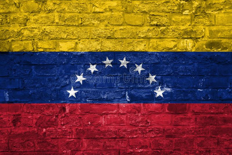 Flaga Wenezuela nad starym ściany z cegieł tłem, powierzchnia fotografia royalty free