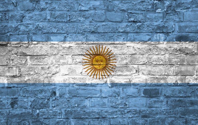 Flagga av Argentina över en gammal bakgrund för tegelstenvägg, yttersida stock illustrationer