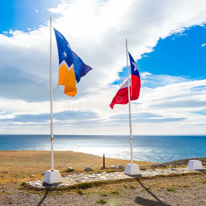 Flagga av Chile och Magallanes, Isla Magdalena, Patagonia, Chile royaltyfria bilder