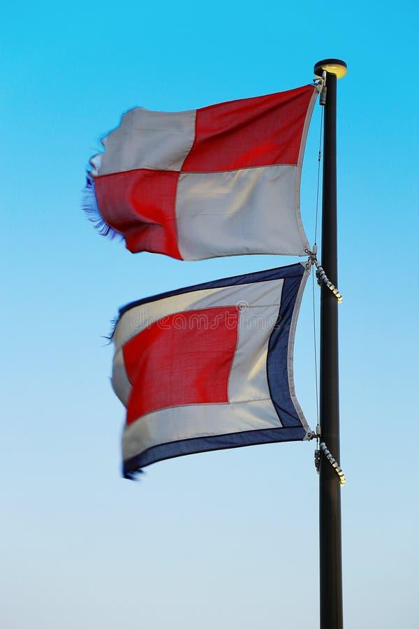 Flagga av den internationella signalflaggan arkivfoto