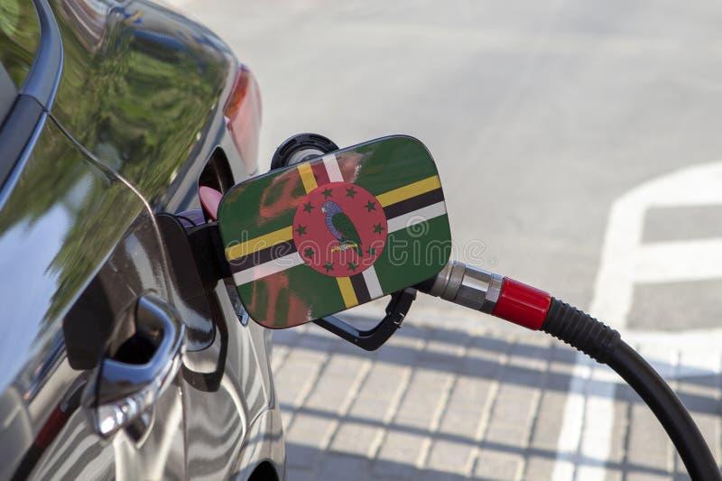 Flagga av Dominica på klaffen för utfyllnadsgods för bränsle för bil` s fotografering för bildbyråer