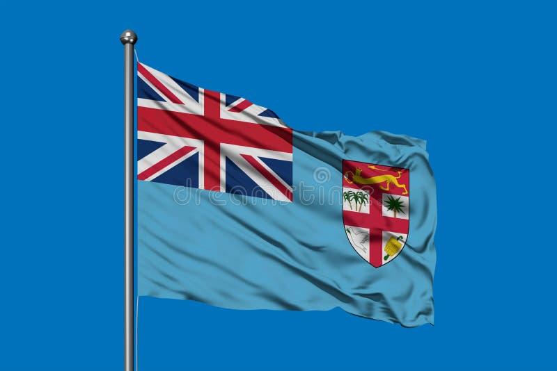 Flagga av Fiji som vinkar i vinden mot djupblå himmel Fijian flagga fotografering för bildbyråer
