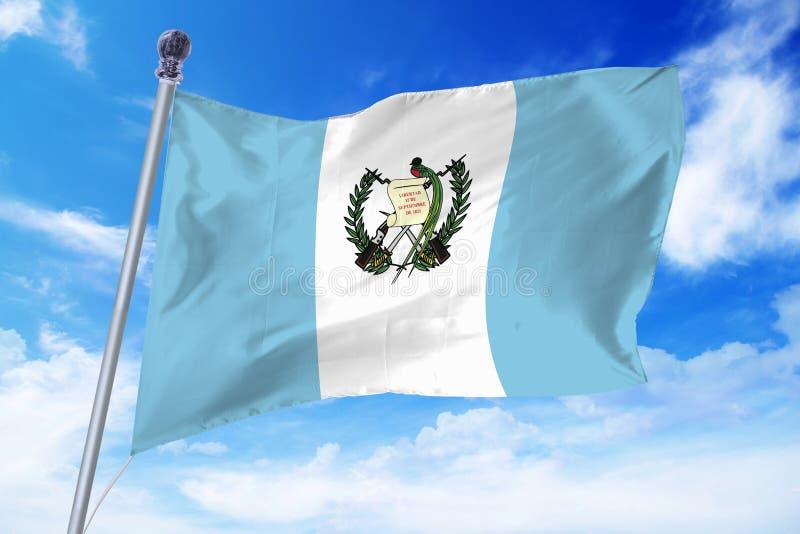 Flagga av Guatemala som framkallar mot en klar blå himmel fotografering för bildbyråer