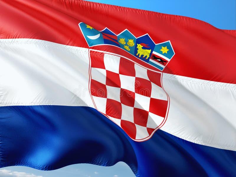 Flagga av Kroatien som vinkar i vinden mot djupbl? himmel H?gkvalitativt tyg arkivfoto