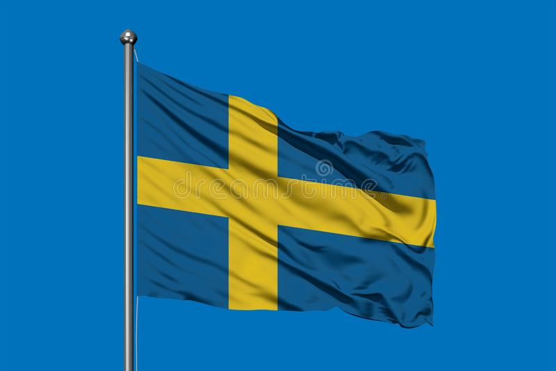 Flagga av Sverige som vinkar i vinden mot djupblå himmel flag svensk arkivfoton