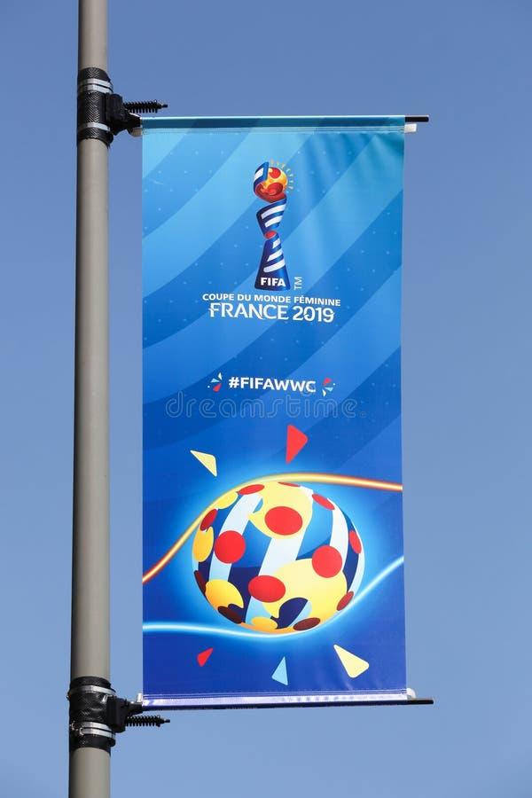 Flagga som meddelar Fifa-kvinnornas världscup 2019 i Frankrike arkivbilder
