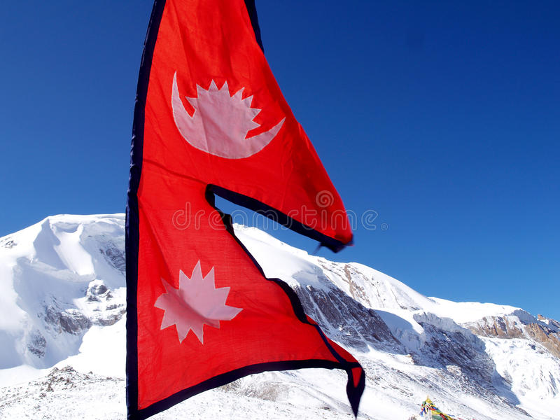 flaggaberg nepal royaltyfri bild