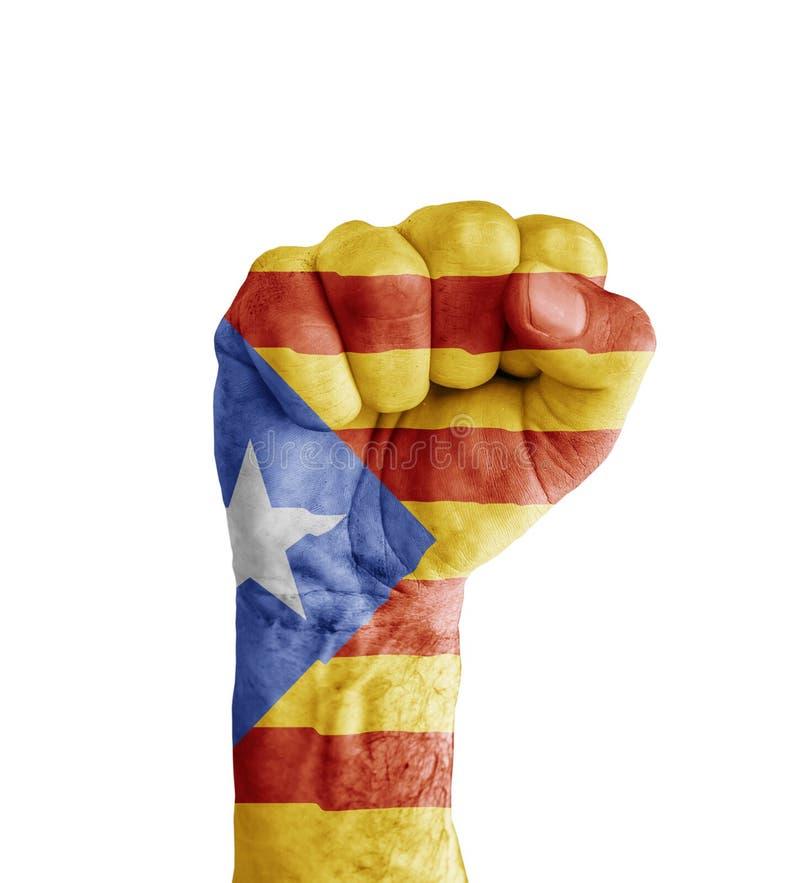 Flaggan av Catalonia målade på den mänskliga näven som segersymbol arkivbilder