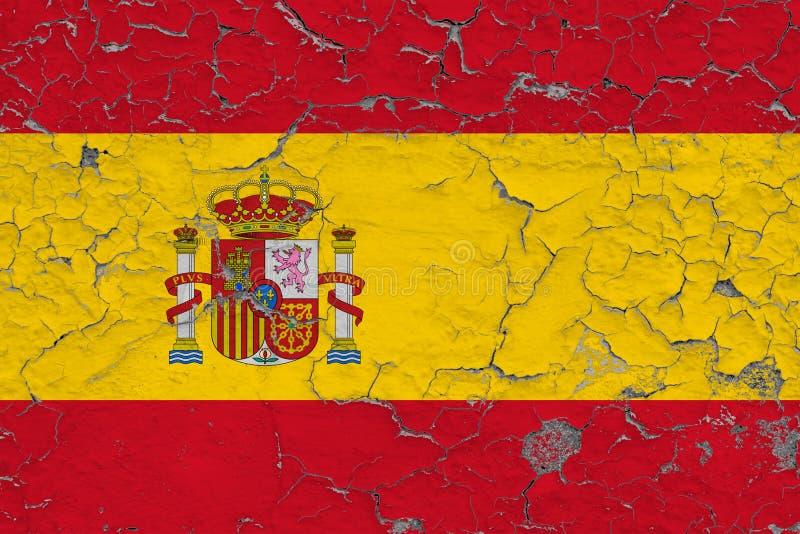 Flaggan av Spanien målade på den spruckna smutsiga väggen Nationell modell p? tappningstilyttersida royaltyfri illustrationer