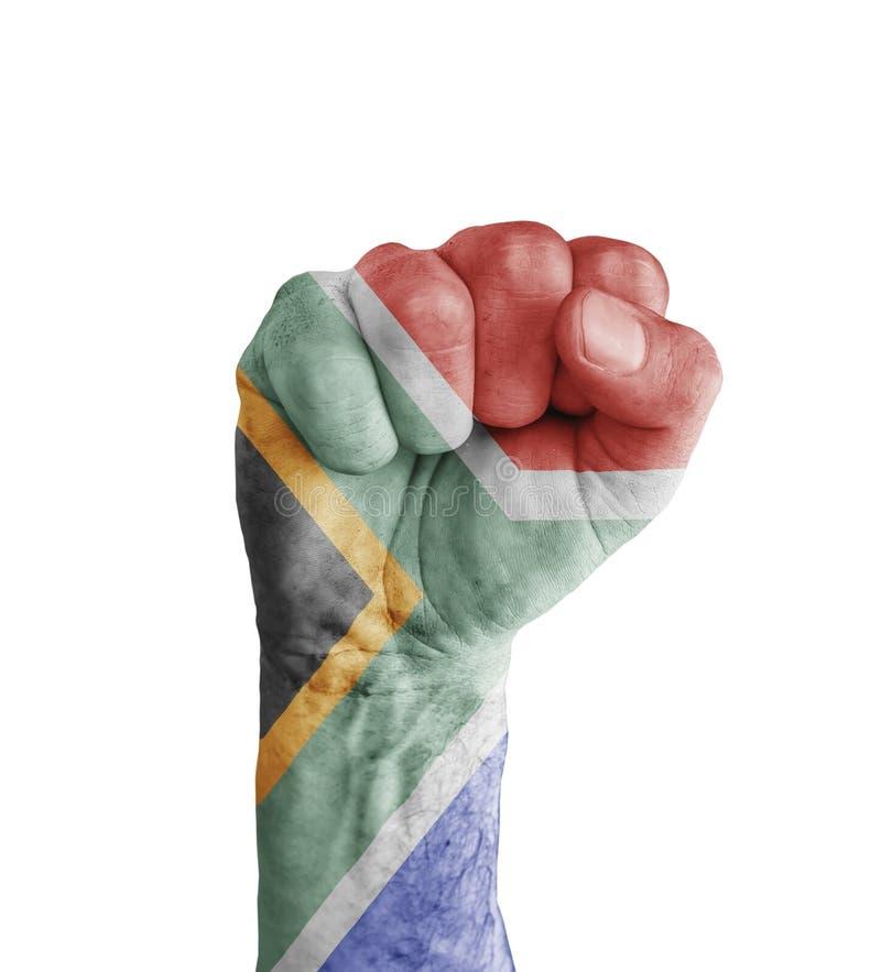 Flaggan av Sydafrika målade på den mänskliga näven som segersymbol arkivfoton