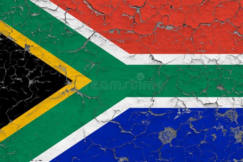Flaggan av Sydafrika målade på den spruckna smutsiga väggen Nationell modell p? tappningstilyttersida stock illustrationer