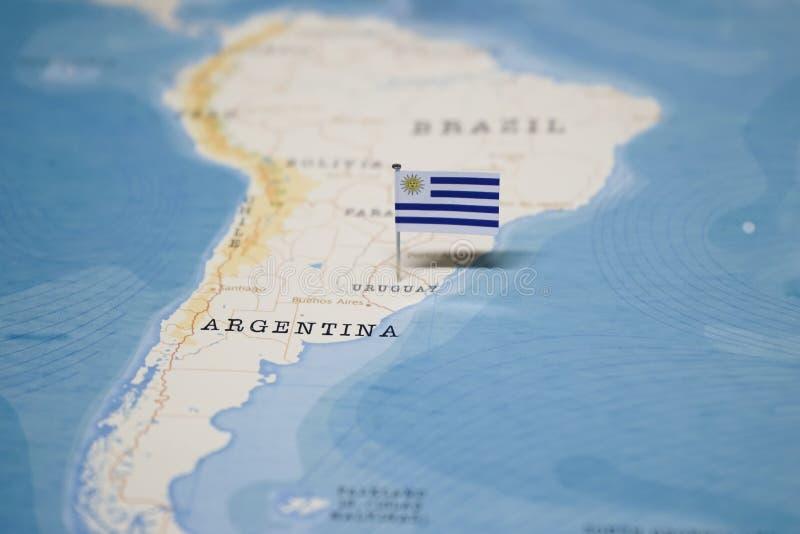 Flaggan av Uruguay i världskartan arkivfoto
